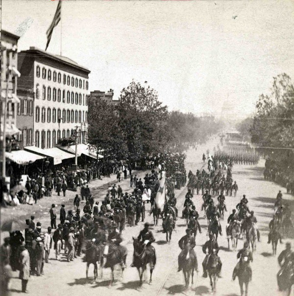 Grand review of the great veteran armies of Grant and Sherman at Washington, on the 23d and 24th May, 1865. Sherman's grand army. Looking up Pennsylvania Ave. from the Treasury Buildings